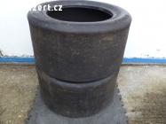 Závodní pneu slicky Avon R13
